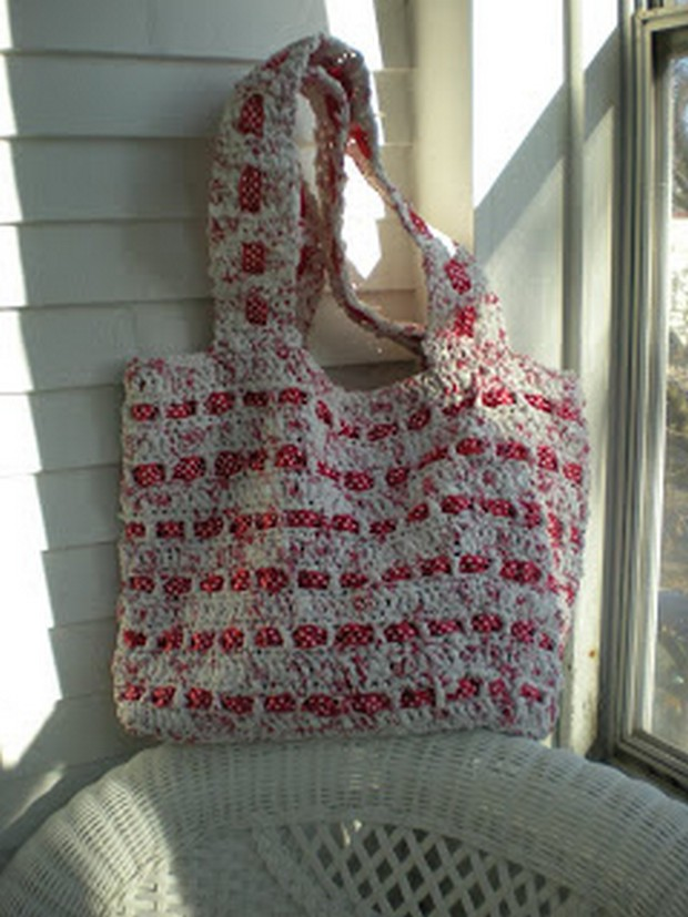 crochet-plarn-beach-bag
