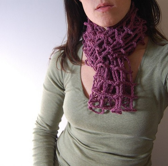 crocheted-mesh-scarf