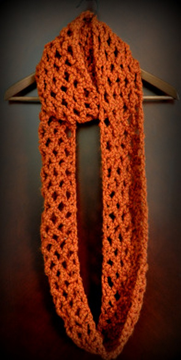 diamond-lattice-chain-crochet-infinity-scarf