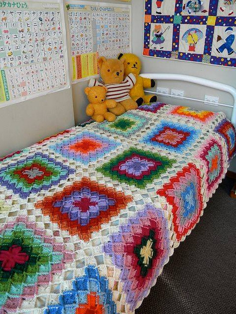 Bed sheet design patchwork - Crochet Bedsheet 30
