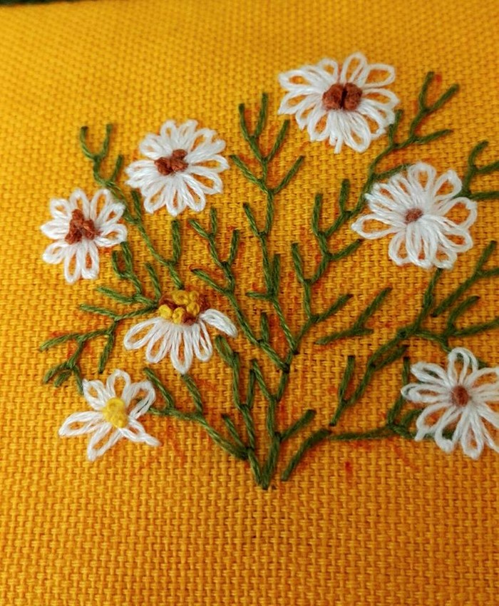 crochet-embroidered-flower