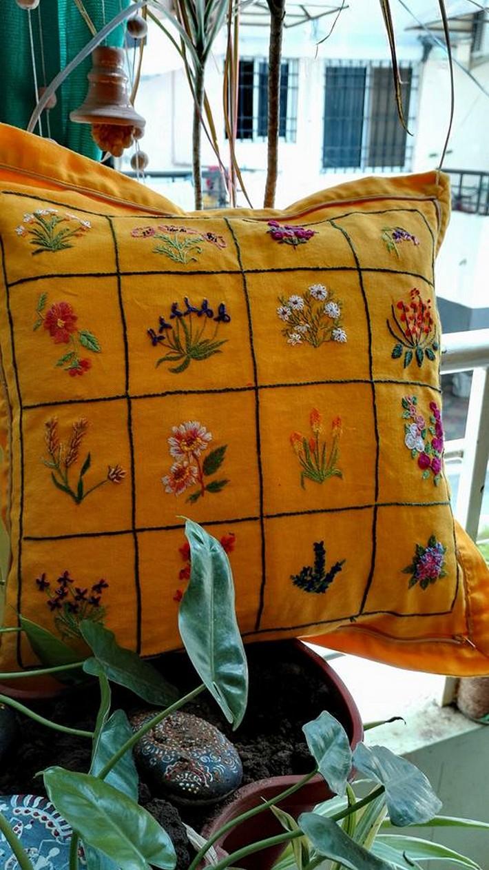 cute-embroidered-cushion