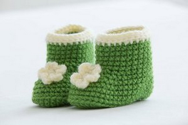 crochet-posy-baby-booties