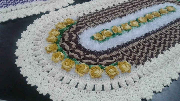 crocheting-carpet-oval