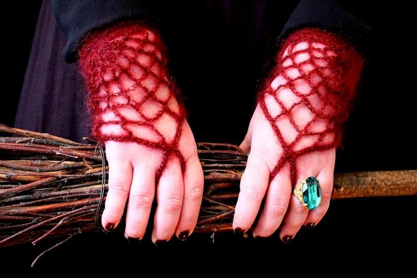 morticia-gloves