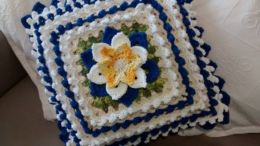 crochet-pillow-with-flower