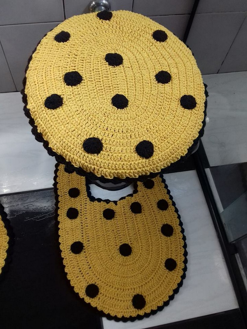 crocheted-bathroom