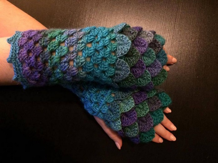 crocheted-gloves