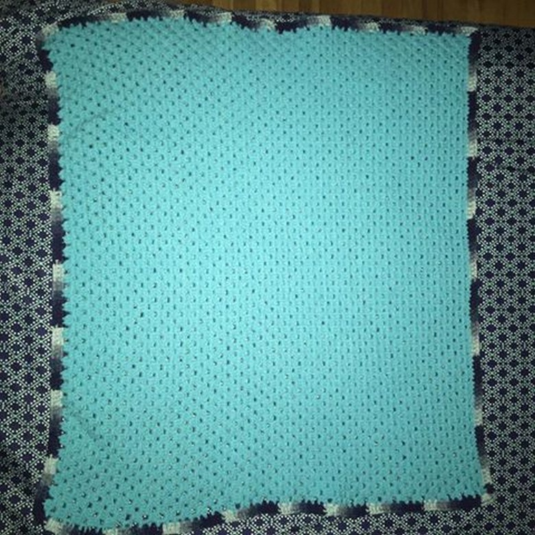crocheting-a-baby-blanket