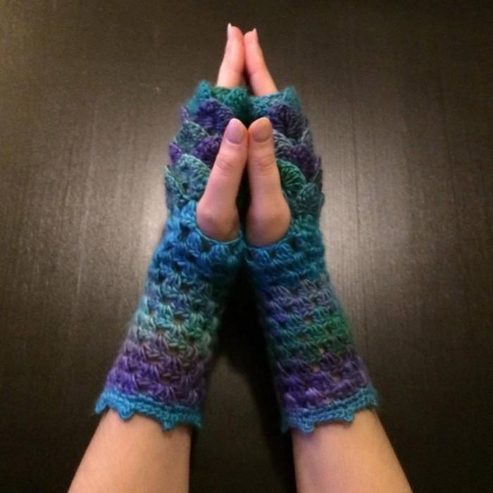 fingerless-crochet-gloves