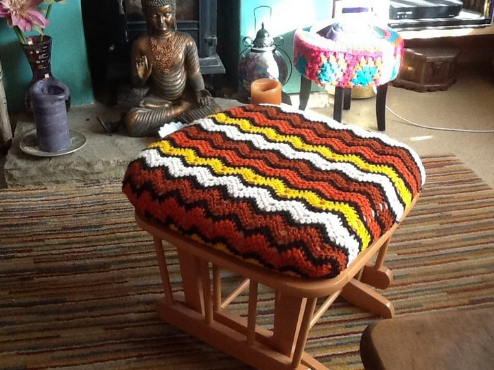 footstool-crochet-cover
