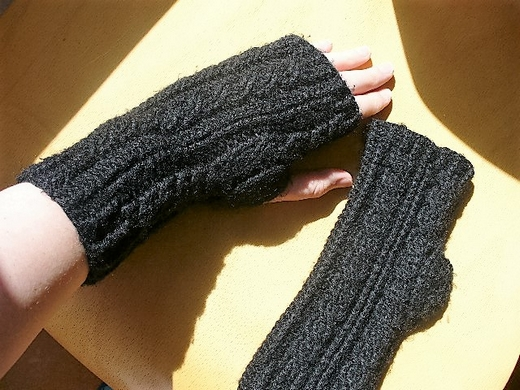 cabled-crochet-fingerless-gloves