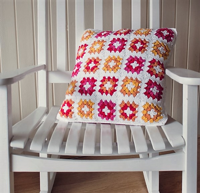 crochet-a-gorgeous-granny-square-cushion-cover