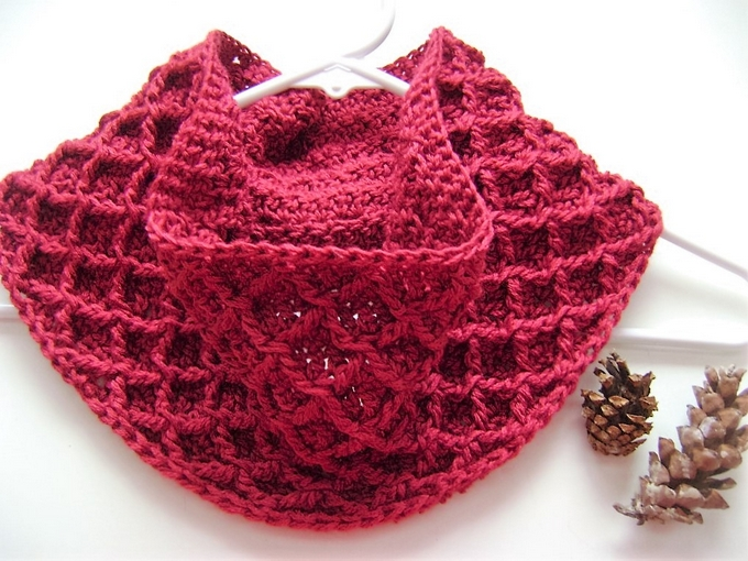 diamond-crochet-cowl