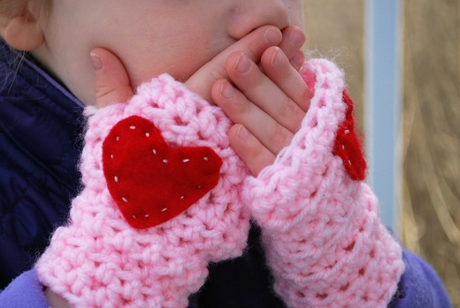 little-girl-crochet-handwarmers-pattern