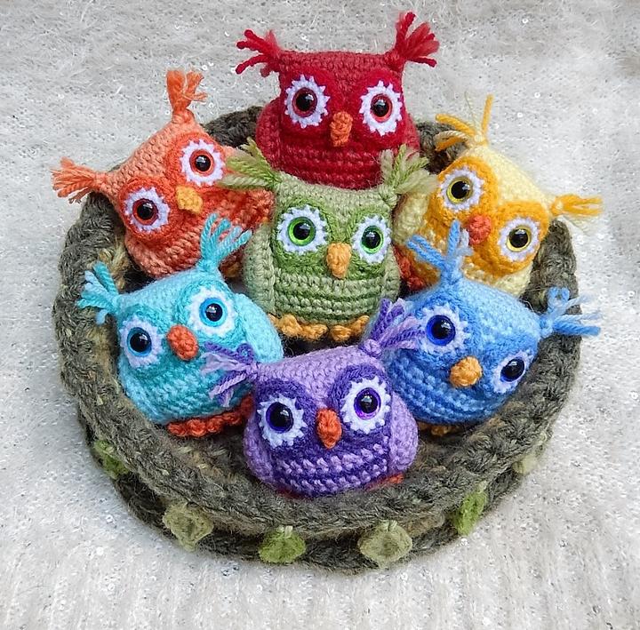nesting-rainbow-owls