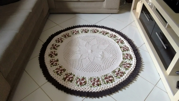 crocheted-rug