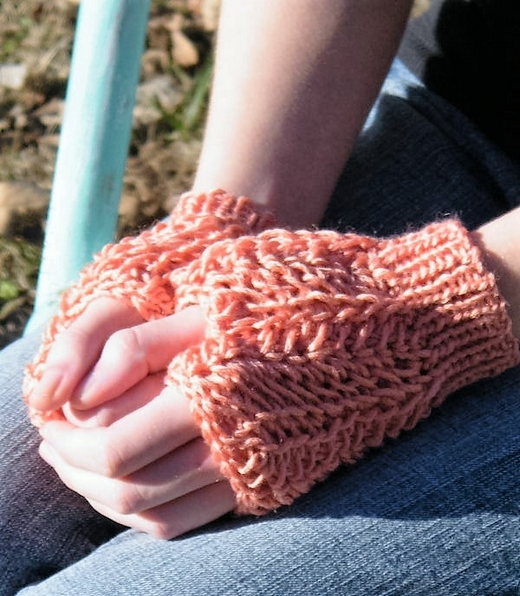 lucia-fingerless-mitts