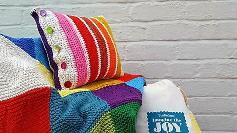 the-oddments-crochet-cushion