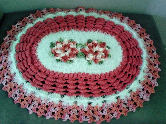 crochet table runner 2