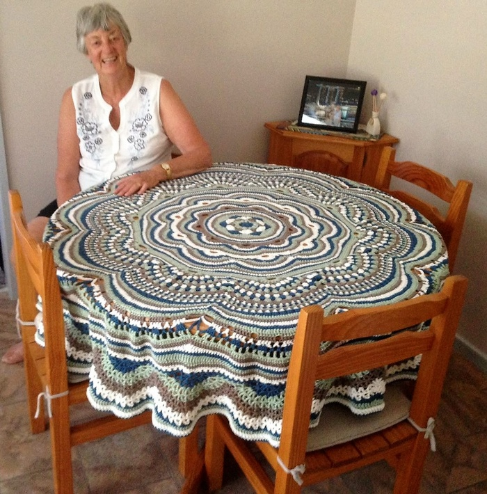 crochet table runner 5