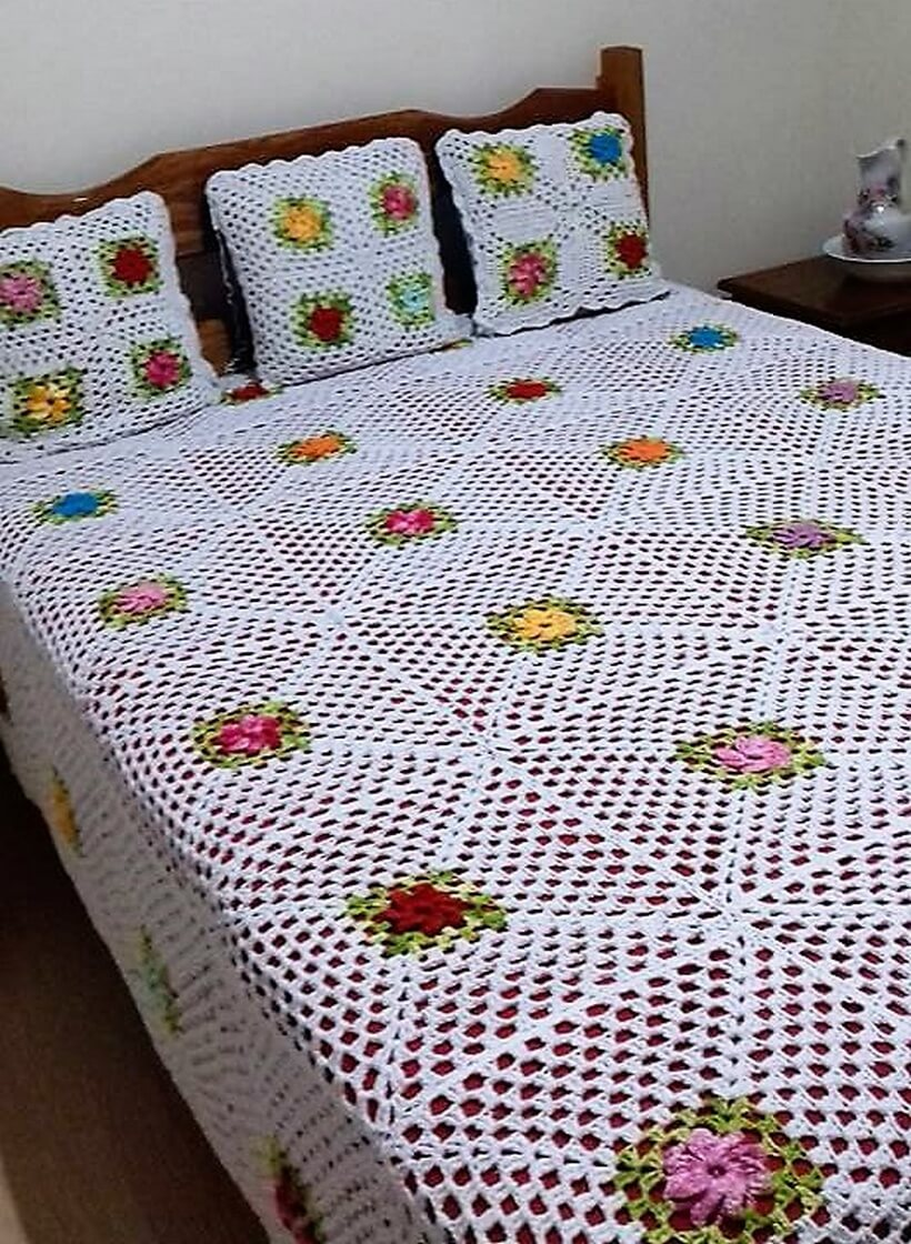 bedspread crocheting 1