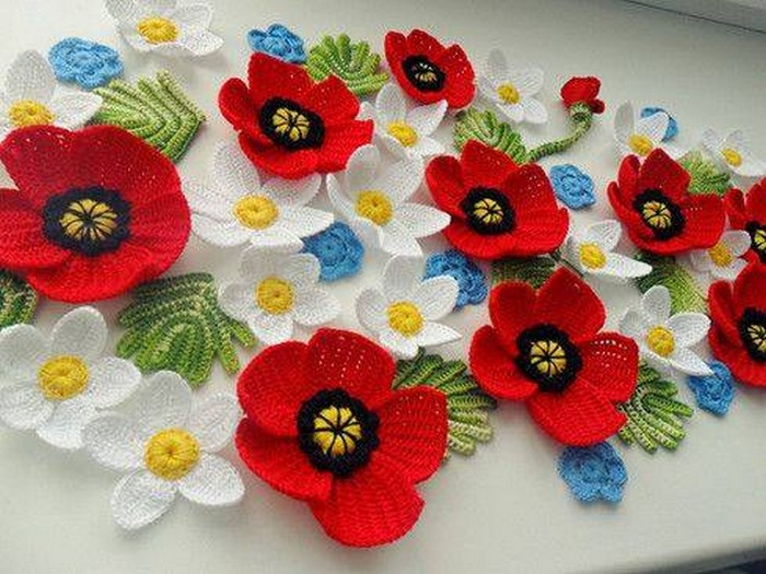 20 Stunning Crocheted Flowers