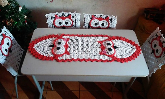 Enhance The Beauty of Tables with Crochet Table Runners